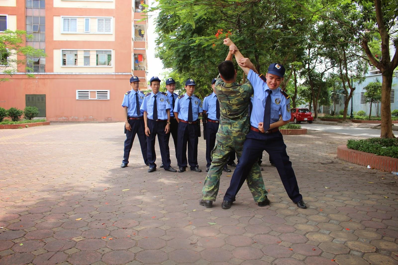 Nhân viên bảo vệ được đào tạo võ thuật